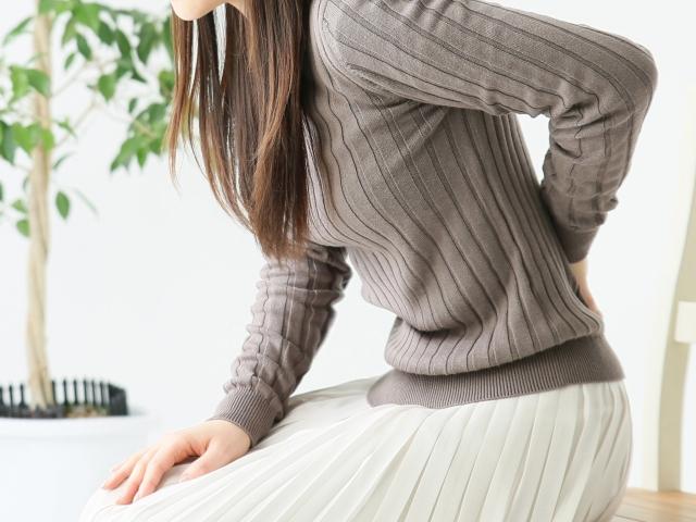 ぎっくり腰のような痛みで座るのが辛い