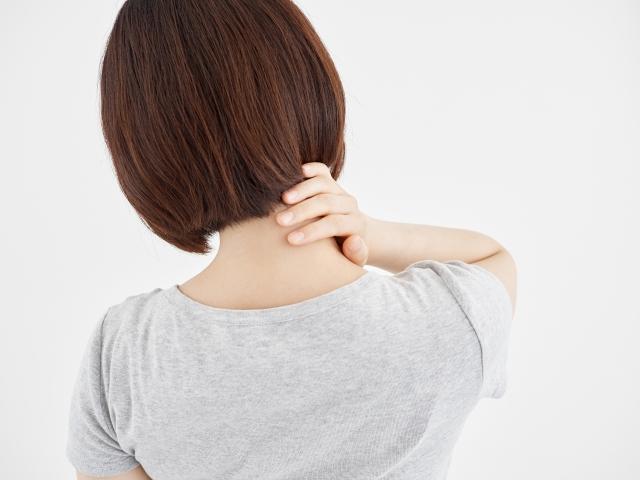 動かすと痛む右首の付け根